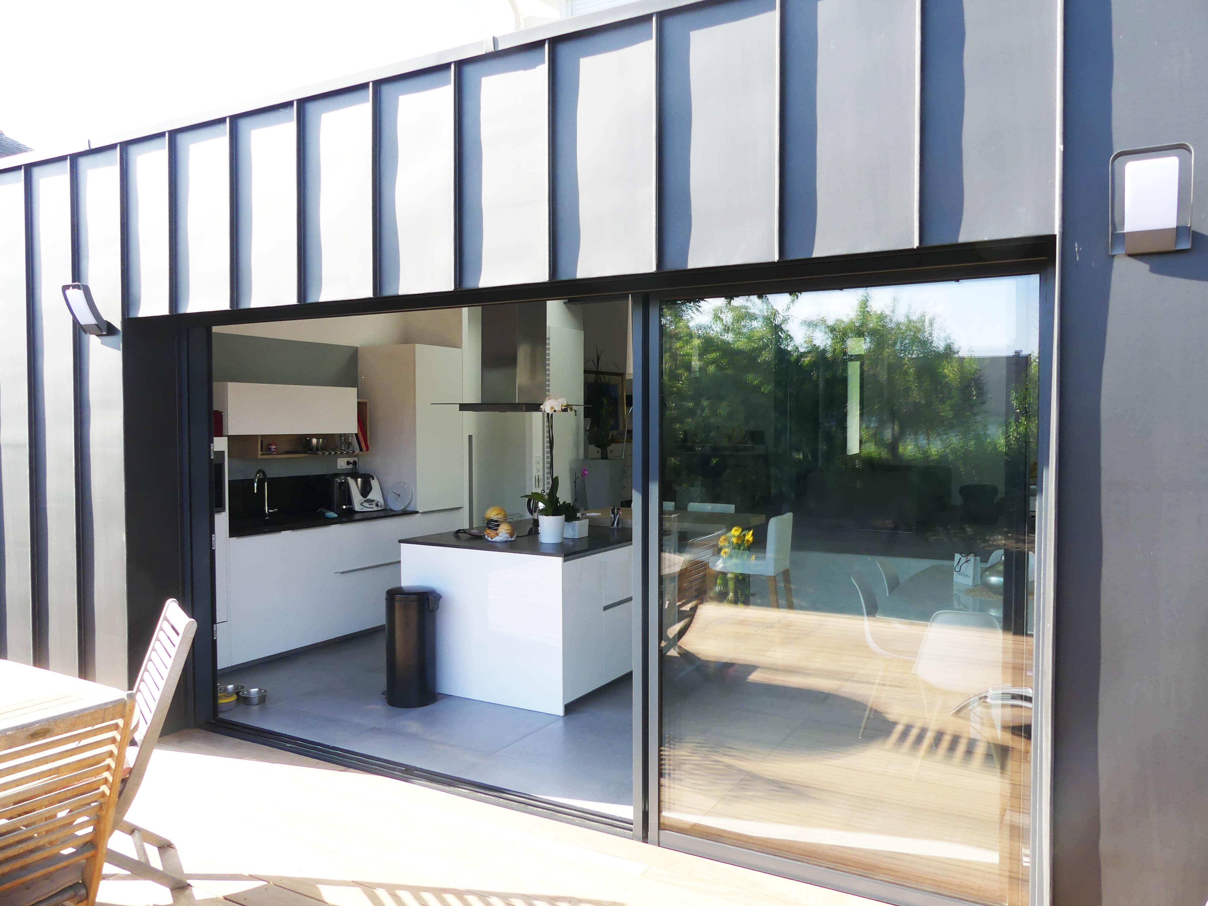 Rénovation maison avec extension zinc et terrasse bois, à Angers